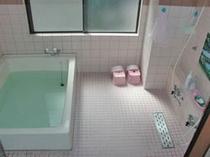 お風呂です。温泉ではありません。  シャンプー石鹸付