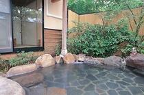岩造りの露天風呂