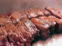 ステーキは焼きたて熱々をほおばろう