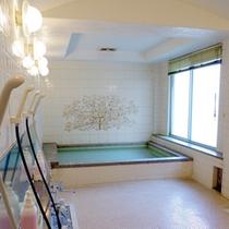 【大浴場(女湯)】温泉ではございませんが、ゆっくり入って疲れを癒して下さいね。