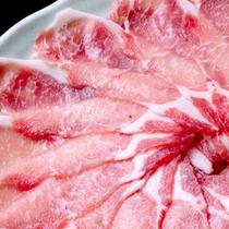 やわらか〜い豚肉を当館特製の出汁にささっとくぐらせてどうぞ♪(一例)