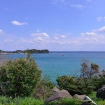*【宿周辺の景色】宿の目の前は白い砂浜と玄海灘の青い海