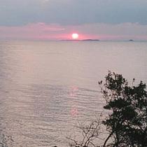 【宿周辺の景色】天気の良い日には海に沈む夕日をご覧いただけます