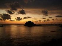 香住の夕日です。漁り火も見えてとてもきれいです。