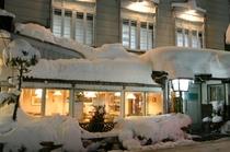 夜の外観(冬)