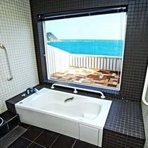 みやこぐさ(和室10畳)/海を望める手すり付きのお風呂がございます♪