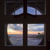 メゾネット/2階窓からの景色。朝日が昇る時間は幻想的なひととき。