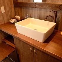 メゾネット/2階にはお風呂とゆったりとした洗面スペースもございます。