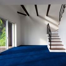 メゾネット/1階の天井は吹き抜け。広々、開放感!