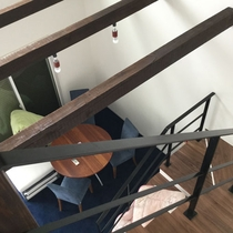 メゾネット/2階からは階下を見下ろせます。