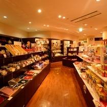 <館内施設>売店・・地元鰺ヶ沢の特産品はもちろん、青森のお土産を取り揃えました。