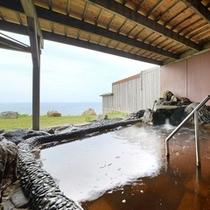 和風浴室の露天風呂