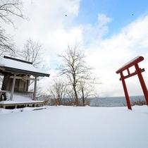 <周辺・景観>テラスにある「亀神社」