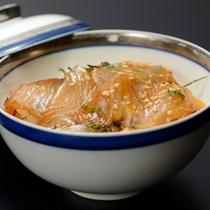 青森の県魚「ヒラメ」を漬け丼に♪鰺ヶ沢の新名物です