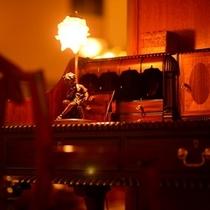 <館内施設>クラシカルなロビーにはアンティーク家具がディスプレイ
