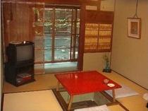 ≪ご朝食場所≫1階、掘りごたつのあるお食事の間。食べやすい食材を京風味のやさしいお味で…