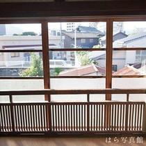 *客室一例/お部屋の窓からは萩の町をご覧いただけます。