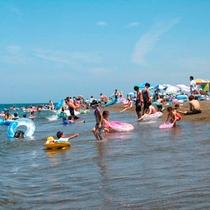 鵜の浜海水浴場/夏は大人気の海水浴場!海で遊んだ後は当館の温泉でさっぱり♪