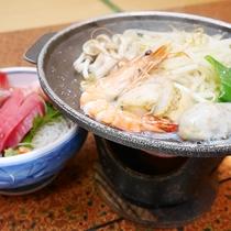 *夕食一例/海鮮陶板焼きまたは豚肩焼肉も付いてボリュームたっぷり♪