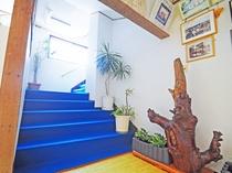 【階段】こちらから2階の客室へ