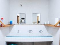【洗面台】1階共同のスペースです