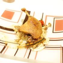 (ご夕食一例)旬の地場産食材を生かしたシェフ腕まくりのお料理。