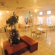 1Fレストラン「アガルイ」にてご朝食やディナーをお召し上がリ頂けます。