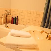 トイレ&バスルーム(全室共通)アメリカンスタイルです。