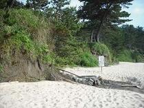 砂浜に温泉!