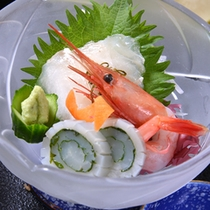 *お夕食一例(お造り)/日本海で水揚げされた新鮮な海の幸を彩り豊かに盛り付けました。