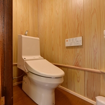 *和室8畳(客室一例)/ウォシュレットトイレを完備いたしております。