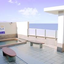 *【露天風呂】開放的な露天風呂で海を眺めながらのんびり…