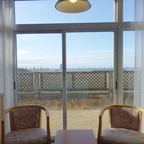 *【客室例】海を眺めながらのんびりお過ごし下さいませ。