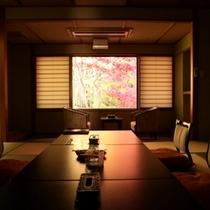 秋の色を、めいっぱい吸い込んだ客室。静寂さが伝わってきますね(^^)
