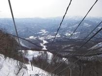 2月27日山頂(雪はたっぷりある)第6リフト上から