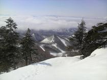 雲海 第6リフト山頂からジャイアントコース方面の山々