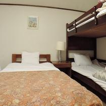 *【4名利用客室一例】シングル+2段ベッド+ソファーベッド(洗面台付)