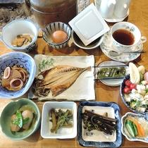 *【朝食一例】山菜などの山の幸が中心の体に優しい朝ごはん