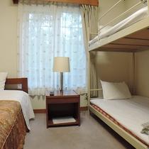 *【トリプル】床暖完備!シングルベッド2台とソファーベット1台の客室(一例)