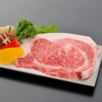 ボリュームたっぷりの国産牛1ポンド(約450g)ステーキ