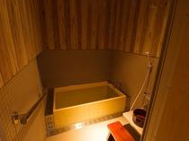 檜風呂付メゾネットのバスルーム