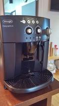 デロンギのエスプレッソマシーンによるコーヒーサービス