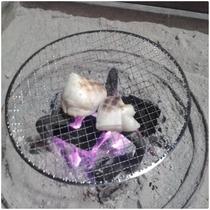 囲炉裏で餅焼き