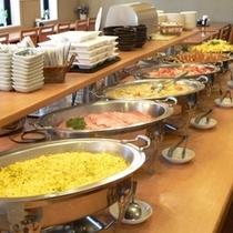 バイキング朝食は無料!