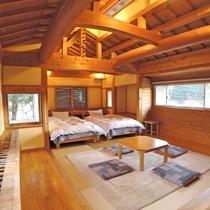 <別館和洋室>和室10畳とベッド2つある広々とした空間。