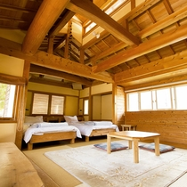 <別館洋室>天井が吹き抜けになった開放感のある洋室。