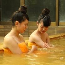 *【温泉】夕陽色の温泉は、美肌の湯として好評をいただいております。