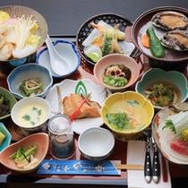 *【お食事一例】豪華アワビの陶板焼きが2つ付いたお食事コースもございます。
