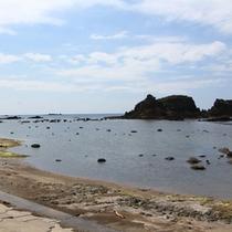 *かそせいか焼き村の海/道の駅のすぐ背には、爽やかに青く広がる日本海が。