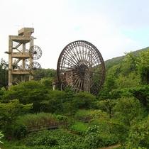 *水車/お手製の巨大水車は見ごたえ抜群!まるで森のテーマパークのよう。